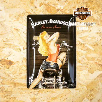 Insegna Metalllica Harley-Davidson® Biker Babe