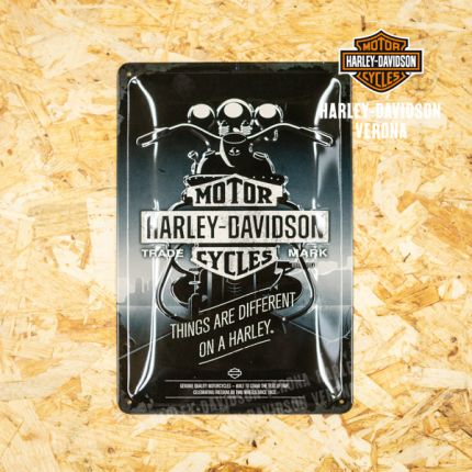 Insegna Metallica Harley-Davidson® Things Different