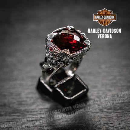 Anello Harley-Davidson® by Thierry Martino in argento con granata sintetica