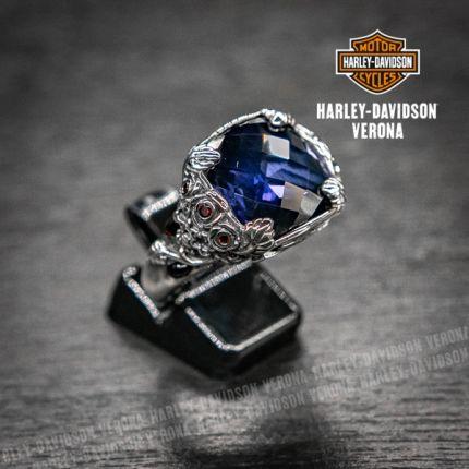 Anello cabocon Harley-Davidson® by Thierry Martino in argento con zaffiro sintetico